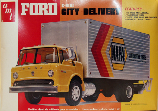 Maquette AMT T548 Ford City C-600 1/25