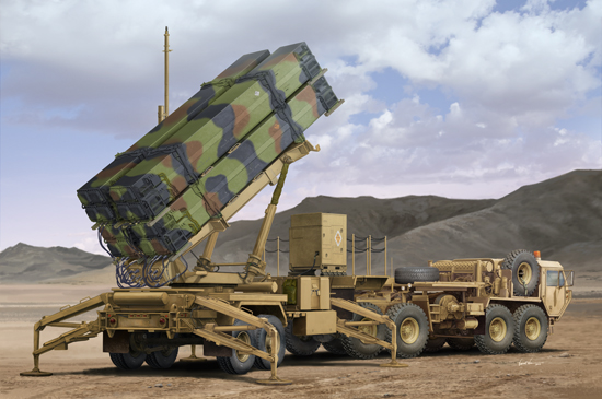 Maquette Trumpeter 01037 M983 HEMTT&M901 Launching Station of MIM-104F0 Patriot SAM System (PAC-3)